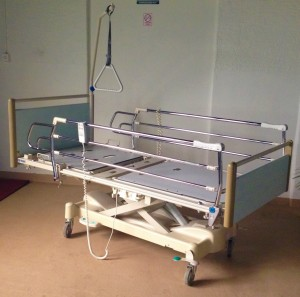 Medicinski krevet - metalni
